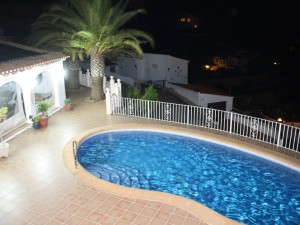 Night time relaxation - pool and Naya area